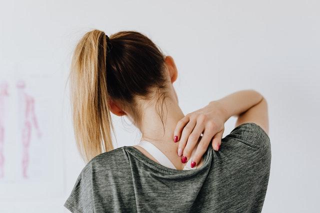 Sencillos ejercicios estiramiento cuello